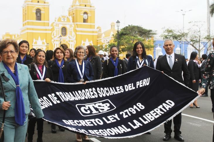 Desfile por el 39° aniversario de Trabajo Social.